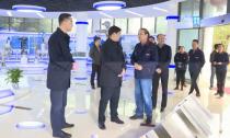 """敖煜新赴企业宣讲中央、省委全会精神并开展""""三服务""""活动"""